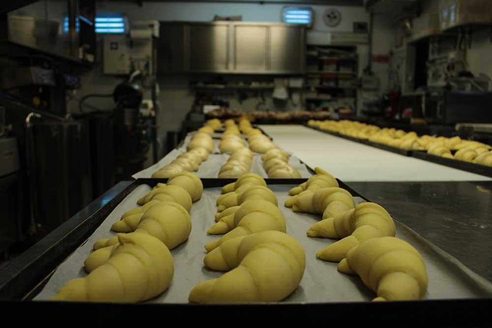 Pasticceria Ugetti - Croissant prima di essere infornati