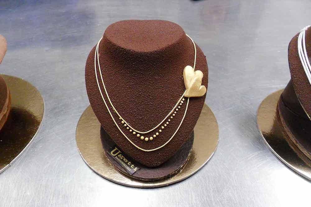 Chocolate necklace - Pasticceria Franco Ugetti Bardonecchia