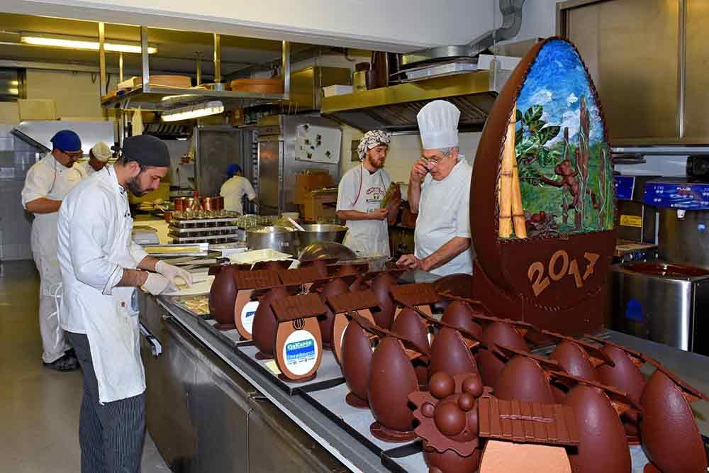 Laboratorio uova di Pasqua: pasticceria cioccolateria Ugetti
