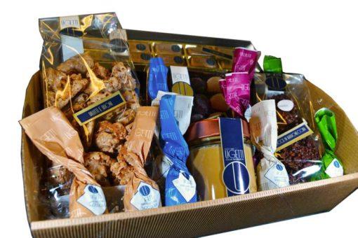 Prodotti artigianali: cesto natalizio di pasticceria Ugetti