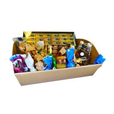 Cesto natalizio con dolci della pasticceria Ugetti